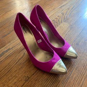 Mossimo magenta heel